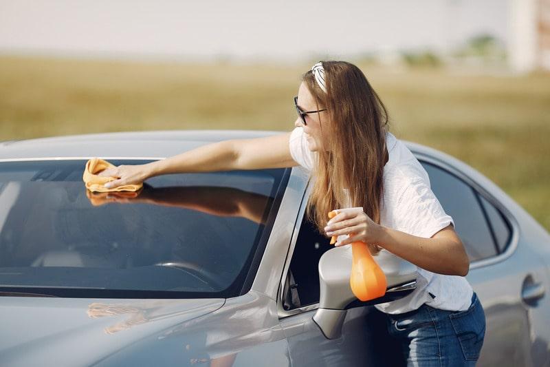 Миття автомобіля.